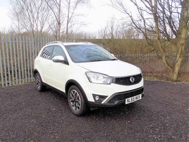 SsangYong Korando 2.2 ELX 4x4 5dr Estate Diesel White at Bescol Motors Bishop Auckland